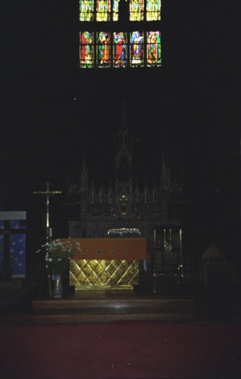 Altar of Église St.-Jacques, Illiers-Combray || Source - Jeff Drouin, 7 July 2004