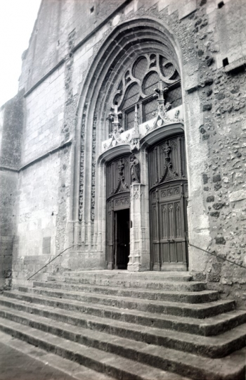 Église St.-Jacques porch, Illiers-Combray || Source - Jeff Drouin, 7 July 2004