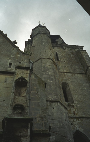 Base of Église St.-Jacques tower, Illiers-Combray || Source - Jeff Drouin, 7 July 2004