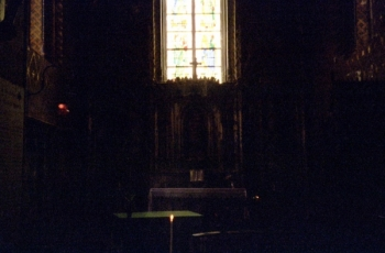 Église St.-Jacques chapel altar and window, Illiers-Combray || Source - Jeff Drouin, 7 July 2004
